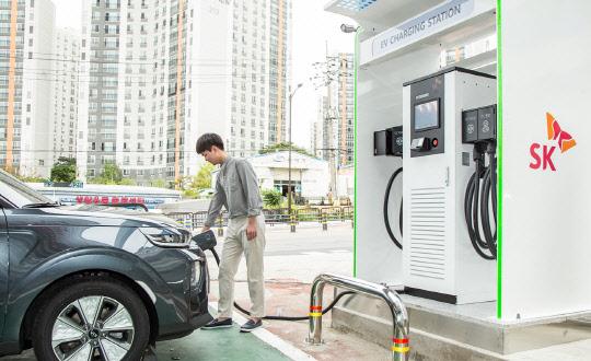 `주유소에서 태양광+전기차 충전까지`…SK에너지, 친환경 사업 추진